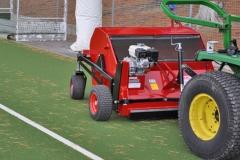 Kehrmaschine-für-Grünanlagen-und-Sportplätze